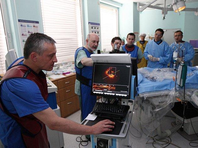 Lékaři i odborná veřejnost mohli pozorovat operaci srdce v přímém přenosu.