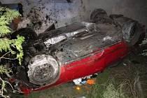 Třiadvacetiletý řidič Passatu sjel ze silnice a naboural do rodinného domu v Malešovicích na Brněnsku. Byl opilý.