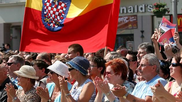Lidé vítali prezidenty ráno na náměstí Svobody.