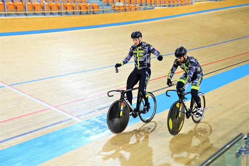 Dráhoví cyklisté brněnské Dukly (Robin Wagner a David Sojka) strávili další dva týdny na soustředění v Bulharsku.
