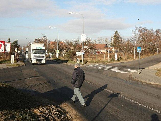 Město chce nebezpečnou křižovatku v Tuřanech rozšířit a vybavit semafory.