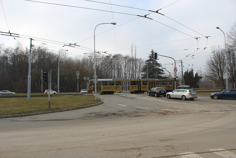 Rušná křižovatka Bystrcké a Kníničské ulice.