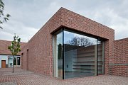 Dům v cihlové zahradě v Prušánkách na Hodonínsku. O novostavbu rodinného domu se postaral rakouský architekt Jan Proksa.