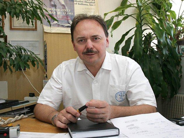 Přednosta urologické kliniky Dalibor Pacík