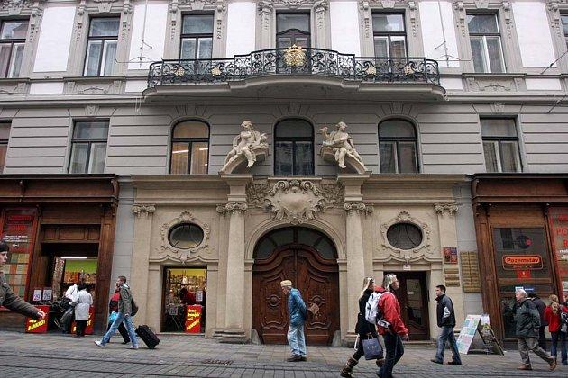 Původní je i balkonová mříž v Masarykově ulici.