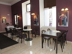 Restaurant-café Central na třídě Kapitána Jaroše.