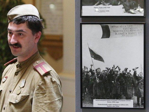 Výstava ve foyer jihomoravského Krajského úřadu v Brně připomíná pětašedesáté výročí osvobození od nacistů.