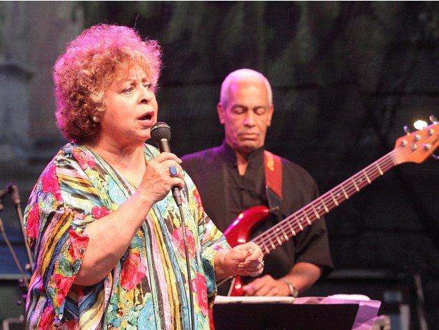 Koncert první dámy brazilského jazzu Leny Andradeové, rodačky z Rio de Janeira, hostilo ve čtvrtek večer brněnské náměstí Svobody.