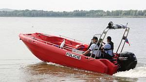 Rudý bič na hříšníky na Nových Mlýnech: skoro nepotopitelný nový policejní člun
