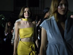 Na druhém ročníku Malé noci módy se v brněnském Králově Poli představily téměř dvě desítky nezávislých návrhářů a značek.