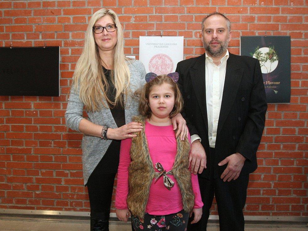 Setkání dárců s obdarovanými v rámci benefiční aukce konané při Plesu jako Brno 2019 - Ella Marie Ónodi s rodiči.