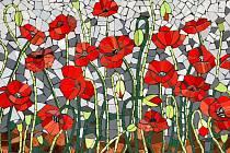 Na padesát mozaik vytvořených hlavně amatéry visí v divadle Husa na provázku.