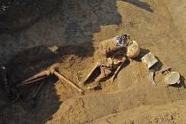 Tři válečné hroby objevili v jednom týdnu archeologové na Brněnsku. Na podzim se ostatky německých vojáků dočkají pohřbu.
