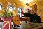 Německá kytaristka Irina Kircherová a venezuelský hudebník a skladatel Alfonso Montes v pondělí zahráli na Nové radnici v Brně na Mezinárodním kytarovém festivalu.