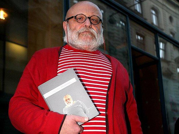 Svoji novou knihu Písek a jiné kousky v pondělí v Kabinetu múz pokřtil režisér, dramatik a příležitostný herec Arnošt Goldflam.