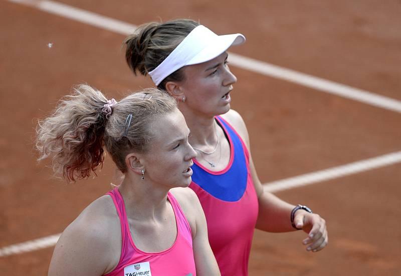 Barbora Krejčíková s Kateřinou Siniakovou vydřely postup do semifinále olympijského turnaje.