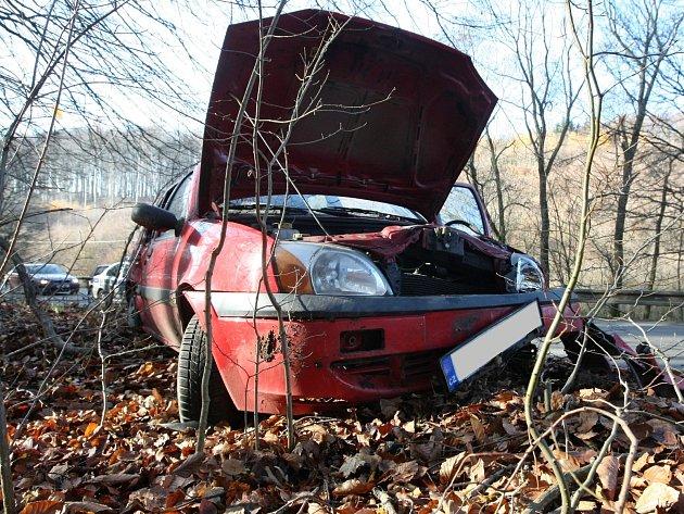 Nehoda auta mezi obcemi Ochoz u Brna a Březina.