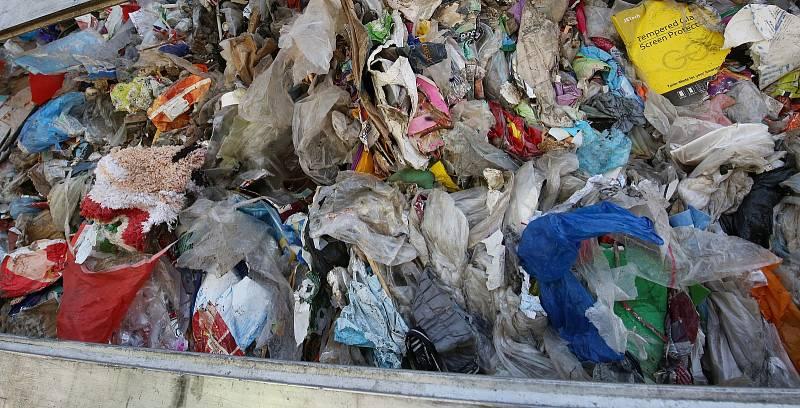 Plastový odpad.