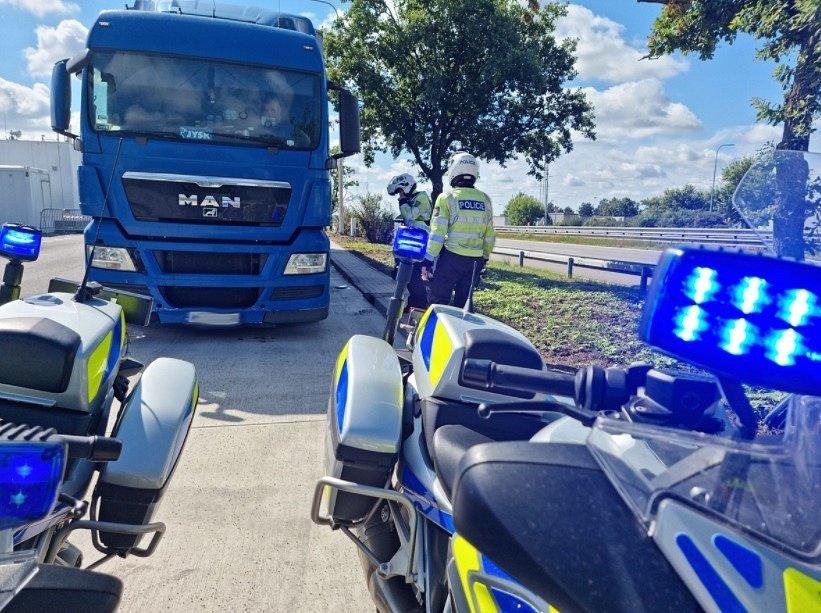 Policisté odhalili prohřešky řidičů osobních i nákladních aut.