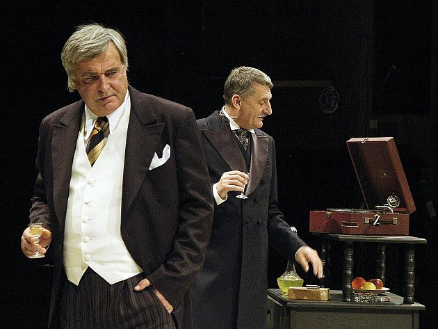 Dušan Jamrich a Martin Huba v komorním dramatu Popel a vášeň.
