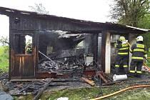 K požáru chatky vyrazili do Židlochovic na Brněnsku jihomoravští hasiči.
