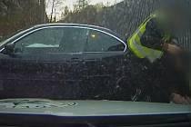 Šofér chtěl hlídce ujet na letních pneumatikách.