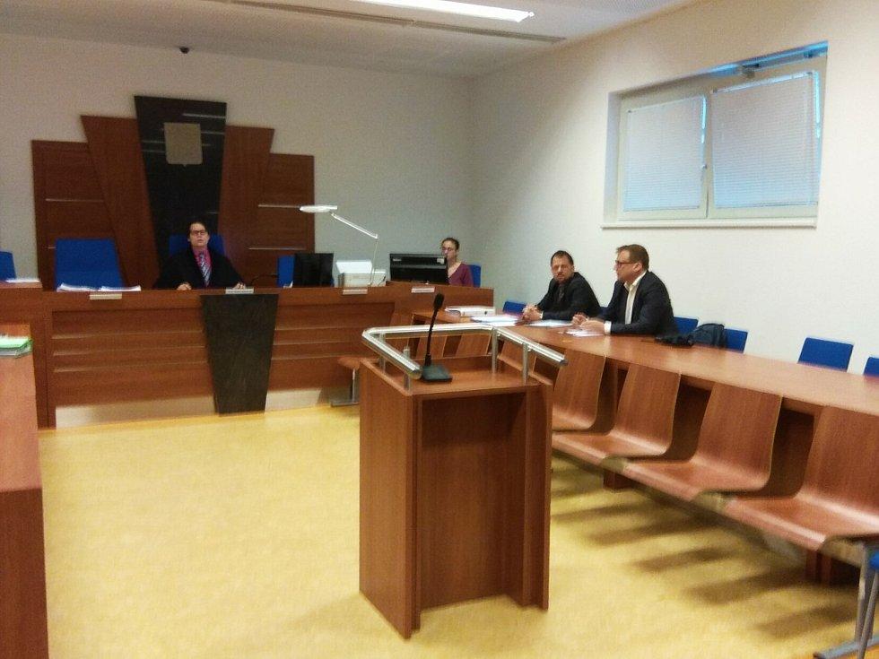 U soudu prezident Miloš Zeman požaduje pět milionů korun a omluvu po bývalém radním Brna-středu Svatopluku Bartíkovi. Ilustrační foto