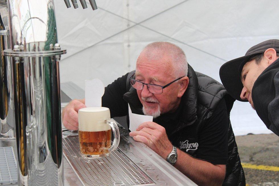 Lidé se v sobotu sešli v areálu pivovaru na Dni Starobrna.