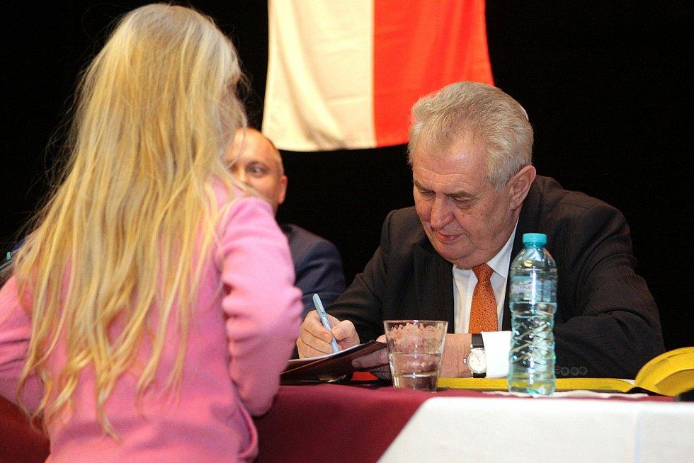 Miloš Zeman v Újezdu u Brna.