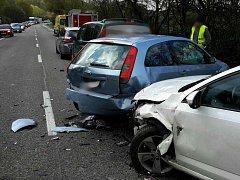 Dopravu mezi Kuřimí na Brněnsku a Lipůvkou na Blanensku v úterý dopoledne zkomplikovala hromadná nehoda na silnici I/43.