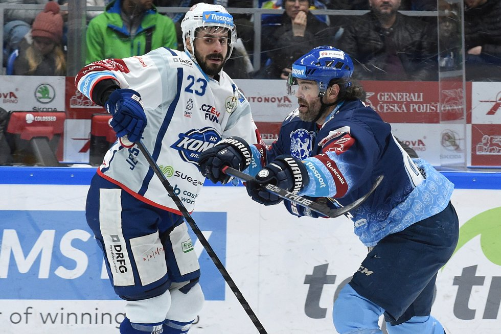 Brno 1.3.2020 - domácí HC Kometa Brno Ivan Baranka (bílá) proti Rytířům Kladno (JaromírJágr)