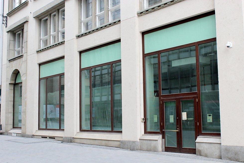 Opuštěné prostory po bankovní pobočce v Kobližné ulici v historickém centru Brna, 13. března 2021.