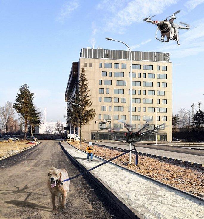Unikátní službu chytré venčení psů a hlídání dětí pomocí dronů nabízejí v areálu brněnské Nové Zbrojovky. Na apríla je možné vše. Foto: Facebook/ Nová Zbrojovka