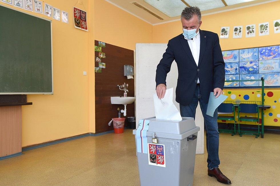 Brno 03.10.2020 - krajské a senátní volby 2020 v Brně Žabovřeskách - kandidát na senátora Roman Kraus