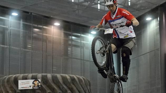 Devátým dílem tradičně na veletrhu Sport Life v Brně vyvrcholil seriál mistrovství České republiky v biketrialu. Na uměle vytvořených překážkách se nejvíc dařilo Václavu Kolářovi z Blanska.