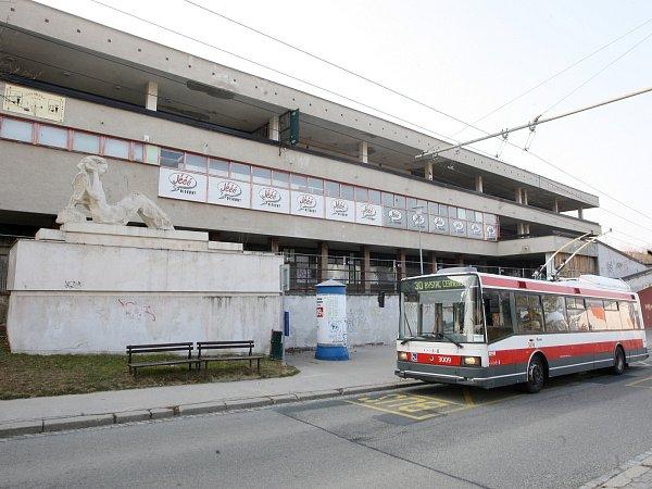 Bývalé nákupní středisko Letná zmizí. Nahradí ho byty sobchody.
