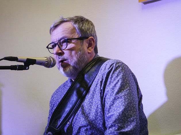 Známý kytarista Michal Pavlíček zavítal do brněnského Kytarového institutu, kde měl workshop.