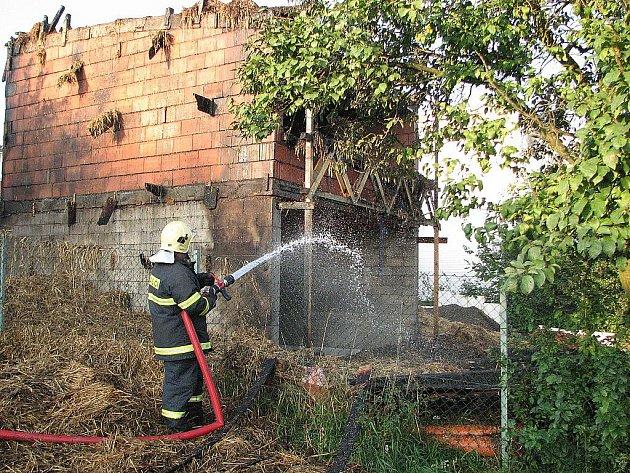 Požár ekodomu ve Viničných Šumicích.