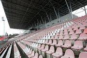 Nově zastřešená západní tribuna stadionu v Srbské ulici.