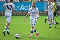 Zápas mezi líšeňskými fotbalisty (v bílém) a Varnsdorfem se kvůli karanténě soupeře odkládá, o náhradním termínu celky jednají.