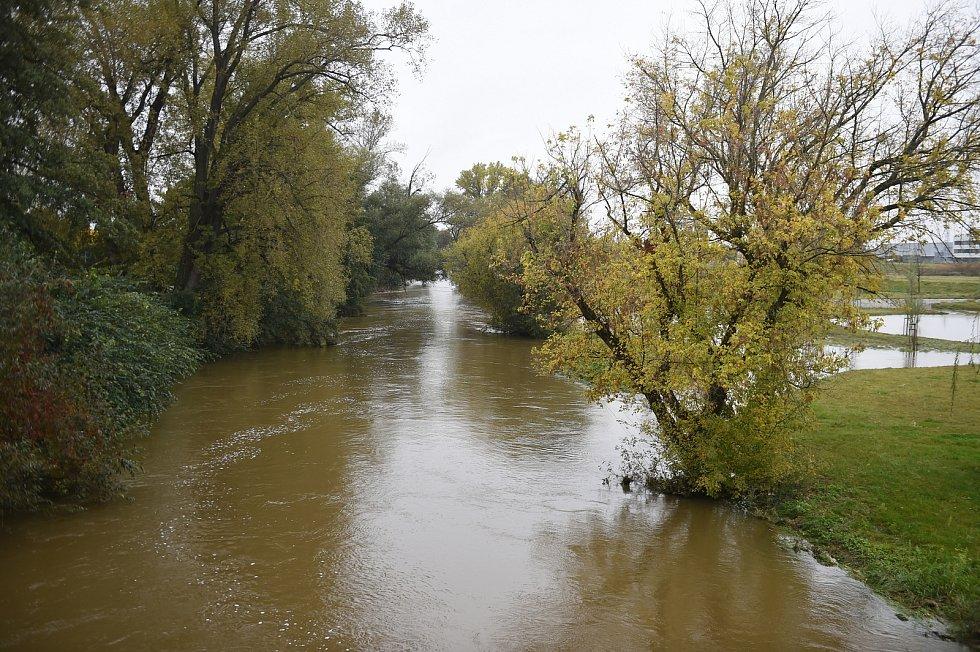 Brno 16.10.2020 - řeka Svratka mezi Komárovem a Horními Heršpicemi