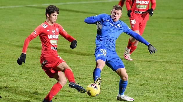 V lednu brněnští fotbalisté prohráli na domácím hřišti s Libercem 0:3. Nyní jim navíc bude chybět i záložník Ondřej Pachlopník (vlevo).