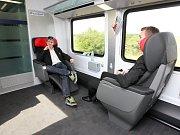 České dráhy poprvé vypustily na trať své nové soupravy railjet, které spojí Prahu s Vídní. Zatím jen ve zkušebním provozu.