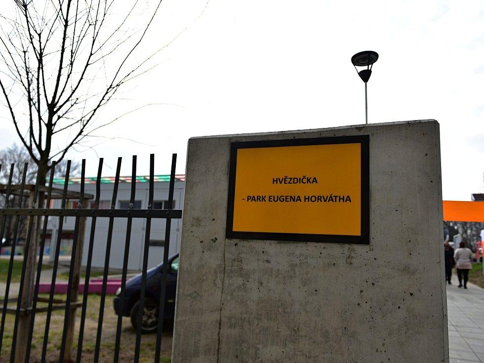 Park Hvězdička od úterý nese jméno hudebníka Eugena Horvátha. Je tak prvním místem v České republice, které se jmenuje po romské osobnosti.