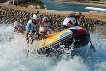 Šejkové ze Spojených arabských emirátů postavili v poušti umělý kanál a minulý týden na něm uspořádali mistrovství světa v raftingu. Českým vodákům bizarní prostředí svědčilo, s 24 medailemi se stali nejúspěšnější výpravou.