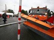 Řidiči autosypačů soutěžili na třetím ročníku SÚS JMK.