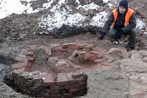 Mezi hromadami suti v areálu bývalého textilního komplexu Vlněna druhý měsíc pracují kromě dělníků i archeologové. Na západní straně areálu už objevili pozůstatky keltského sídliště.