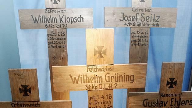 Novou výstavu věnovanou nálezům letadel či osudům vojáků padlých v období 2. světové války zahájilo Moravské zemské muzeum v Brně.
