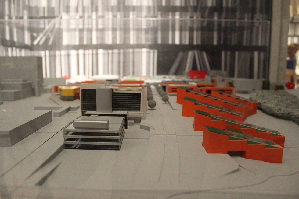 Ke svému stému výročí od založení připravila Masarykova univerzitě v Brně výstavu MUNI 100.
