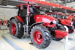 Dvacítka traktorů ze stálé expozice, které zastupují jednotlivé modelové řady z různých časových období.